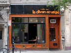 Divan Orange avec James Hill